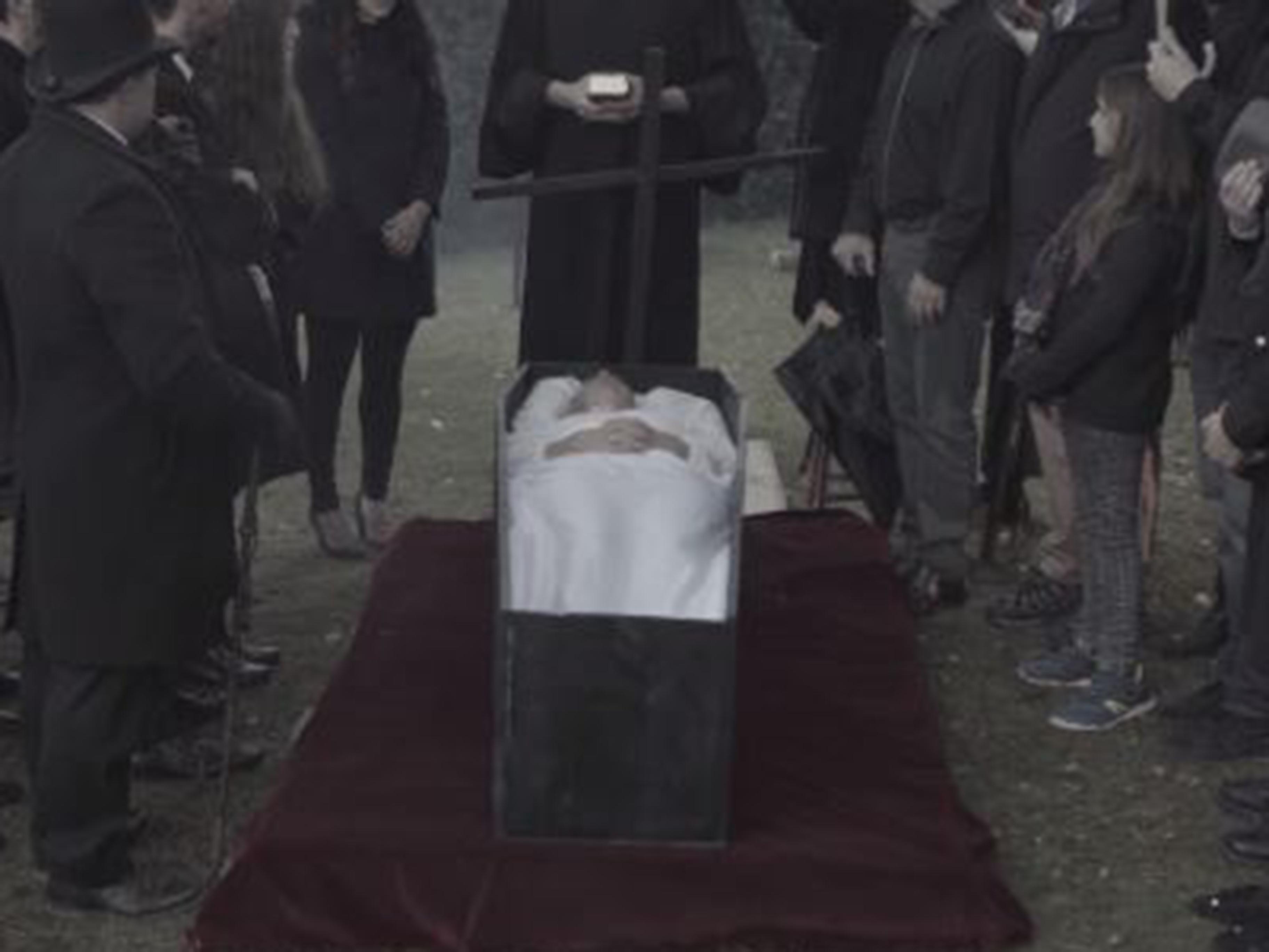 Cercueil et croix